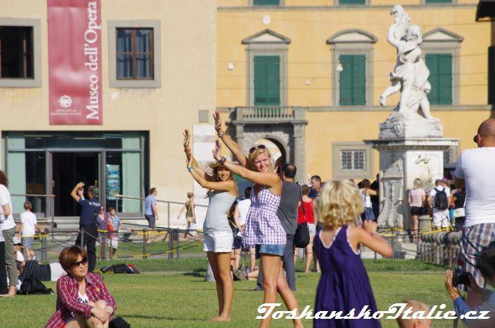turisté v Pise